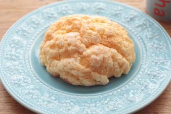<h5>特製メロンパン &yen;140</h5><p>ブリオシュ生地に当店自慢の特製クッキー生地をのせてカリッと焼き上げました。他とは少し違ったメロンパンをどうぞ。</p>