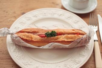 <h5>ショルダーハムとセミドライトマトのカスクート &yen;270</h5><p>フランスパンにショルダーハムとセミドライトマトをサンドしました。</p>