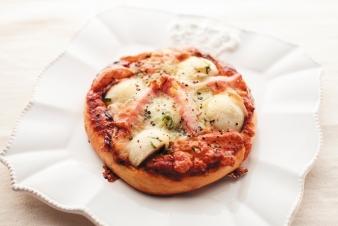 <h5>里芋のピザ &yen;190</h5><p>【箕面小野原店限定】ねっとりとした里芋の食感とお味噌が相性バッチリ!どこか懐かしさを感じる一品です。</p>