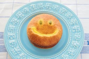 <h5>かぼちゃのクリームパン</h5><p>【高槻岡本店限定】自家製かぼちゃクリームを柔らかいブリオッシュ生地で包みました。思わず笑顔になる美味しさです。 </p>