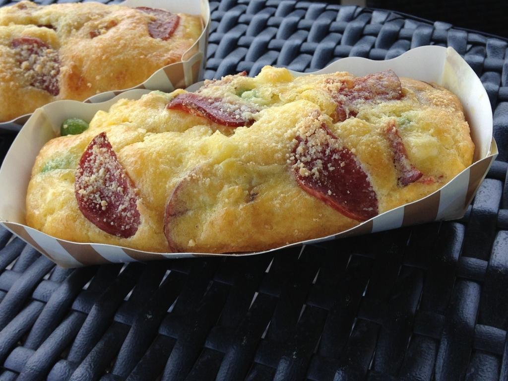 サラミと枝豆チーズケークサレ